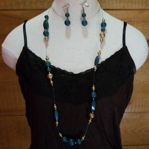 Jewelry - Matching beaded emerald green and gold set